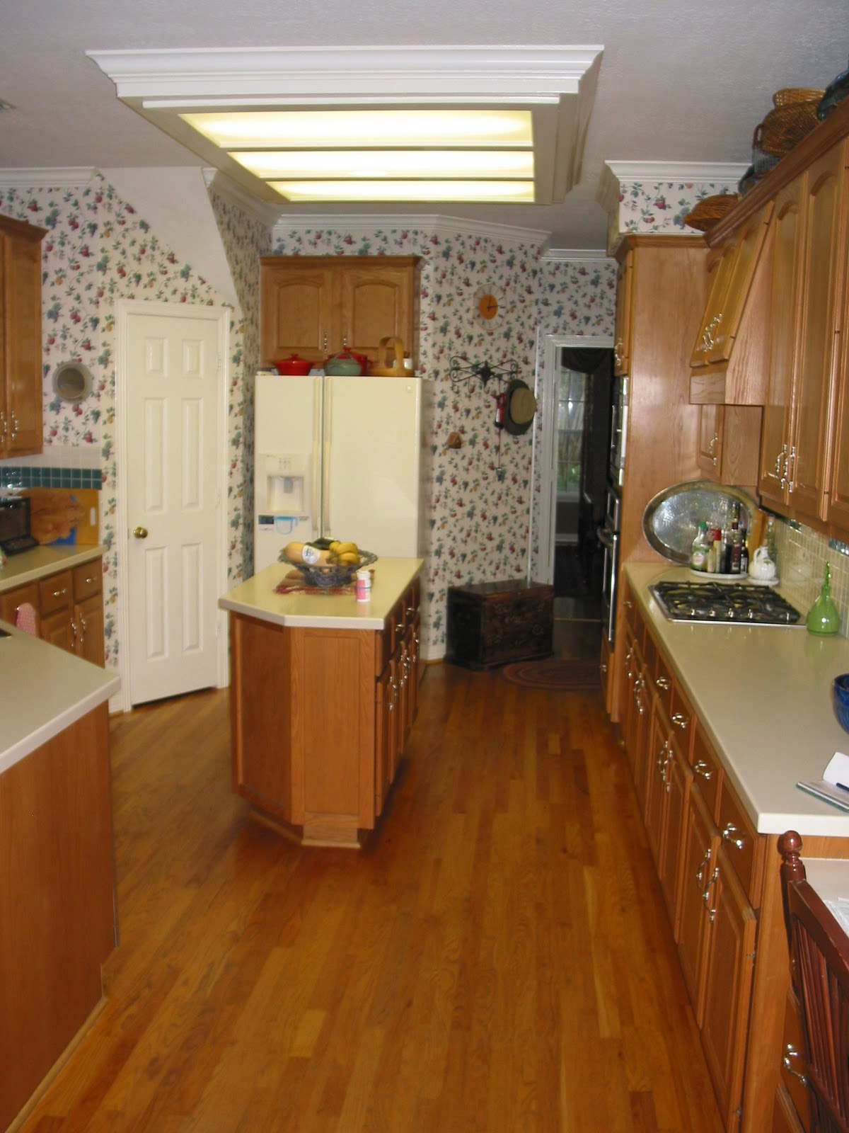 What Color Wood Floor with Oak Cabinets