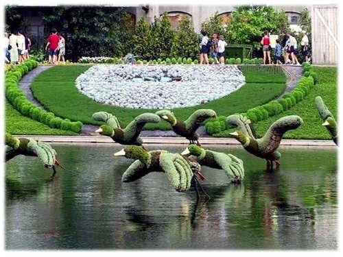 Plantamer poda ornamental arte topiaria en el jard n - Esculturas para jardines ...