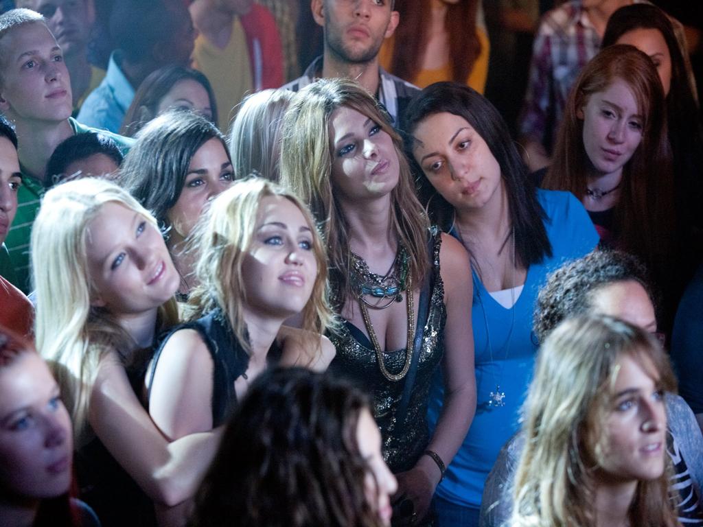 http://4.bp.blogspot.com/-iQxaodRSE4A/T3XKjXKH9FI/AAAAAAAAzk0/KGSmhKmbeWY/s1600/LOL-Movie.jpg