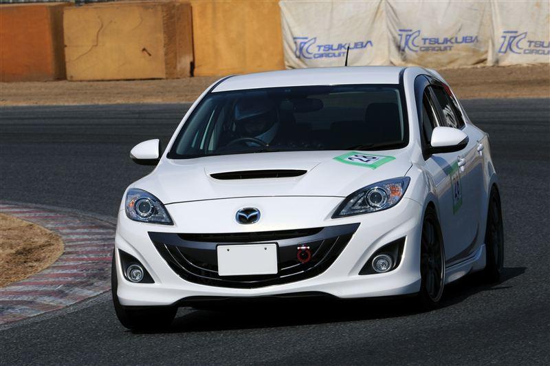 Mazda Axela (3) , japoński samochód, sportowy, wyścigi, racing, tor wyścigowy, racetrack, motoryzacja, auto, JDM, tuning, zdjęcia, pasja, adrenalina, kultowe, 自動車競技, スポーツカー, チューニングカー, 日本車