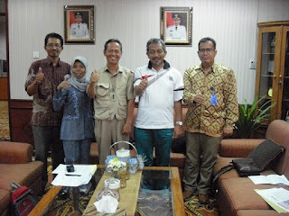 TIM KREATIF MOTIF BATIK KOTA BEKASI dengan Wakil Walikota Bekasi Bp Ahmad Syaiku