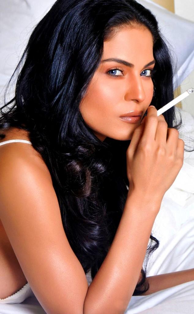http://4.bp.blogspot.com/-iRcsuBrWJ_E/UUYp-Waog3I/AAAAAAAAap0/nxp39ayTsnE/s1600/veena-malik-smoking-photo.jpg
