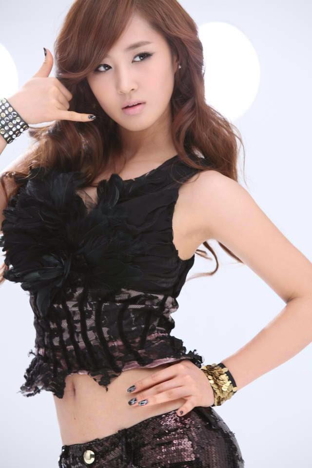 Hot and beautiful Kwon Yuri photo # 3