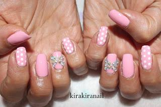 rozowe-paznokcie-z-cyrkoniami