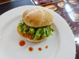 bernardi_burger_factory_shop_review_love_likes_valentine_valentines_inijie_follow_follower_instagram_blogger_food_foodies_foodie_girl_selfie_selca_post_entri_ham_burger_patty_spongebob_journey_holiday_vacancy_chippeido_chintya_marcheline_leonardo