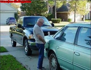 Smješne slike, pisanje u, rezervar,auto, auta