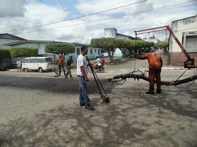 Derba inicia Operação Tapa-Buracos na Avenida Raimundo Silva Cardoso em Floresta Azul