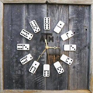 Reloj Reciclado con Madera y Fichas de Domino