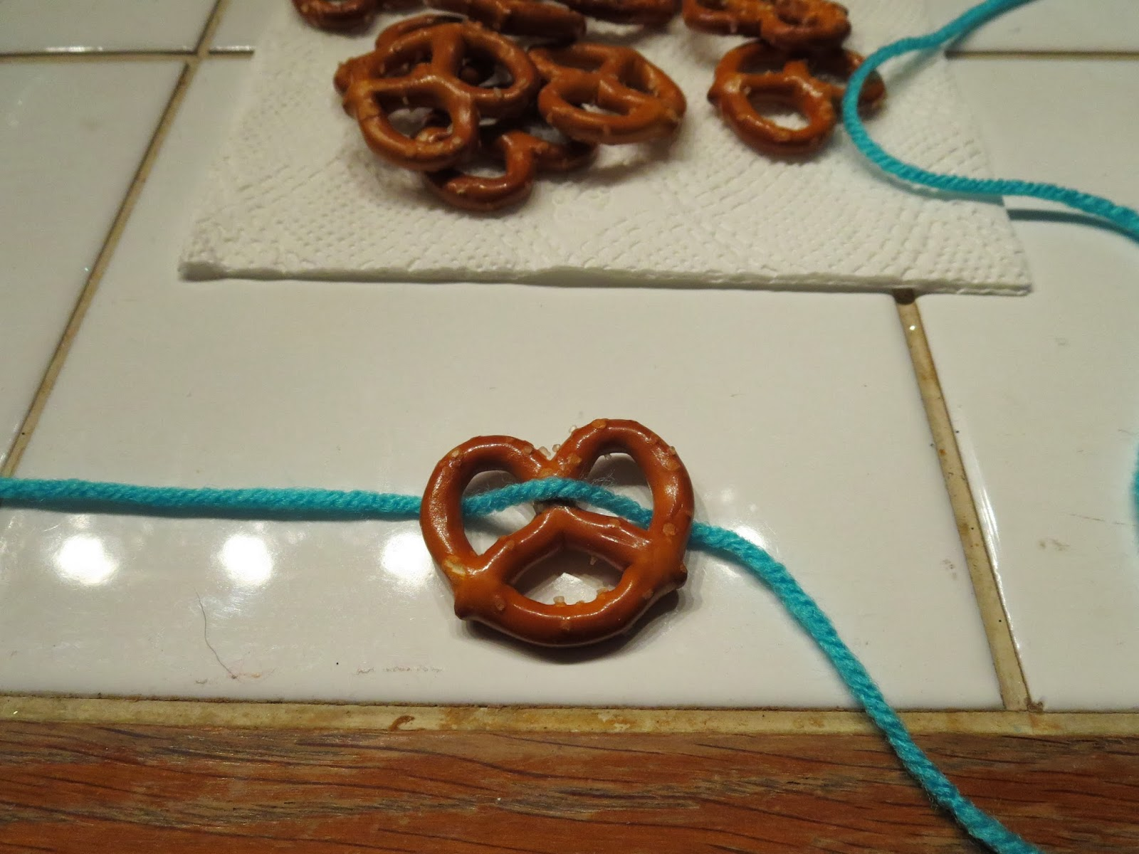 how to make a pretzel necklace