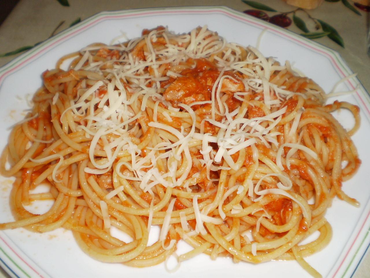 Cocina sin tonterias espaguetis con tomate y at n for Plato de espaguetis