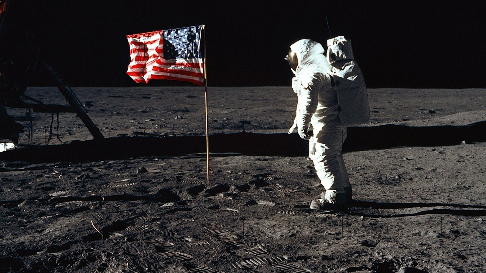http://4.bp.blogspot.com/-iSiaqBXzS8c/UCY3lx3YZKI/AAAAAAAAMb8/JN-4Ti4eFZ4/s1600/buzz-aldrin-and-the-u.s.-flag-on-the-moon_1920x1080_48912.jpg
