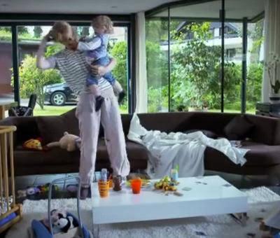 ΒΙΝΤΕΟ. Η Αλήθεια για το πόσο κουράζεται η μαμά με το παιδί όταν ο μπαμπάς λείπει