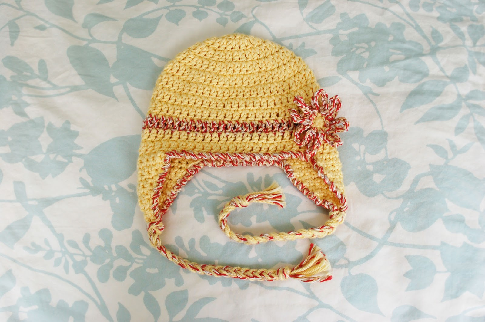 Crochet Pattern For Newborn Hat With Ear Flaps : Alli Crafts: Free Pattern: Baby Earflap Hat - 6 months