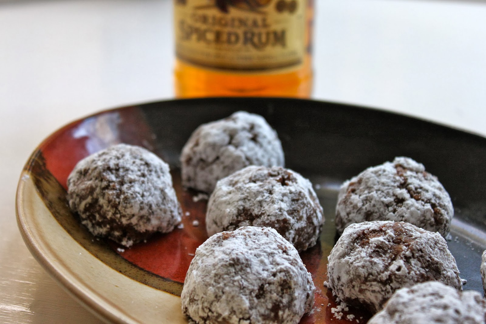 Rum balls = holiday time. Wouldn't you agree? :)
