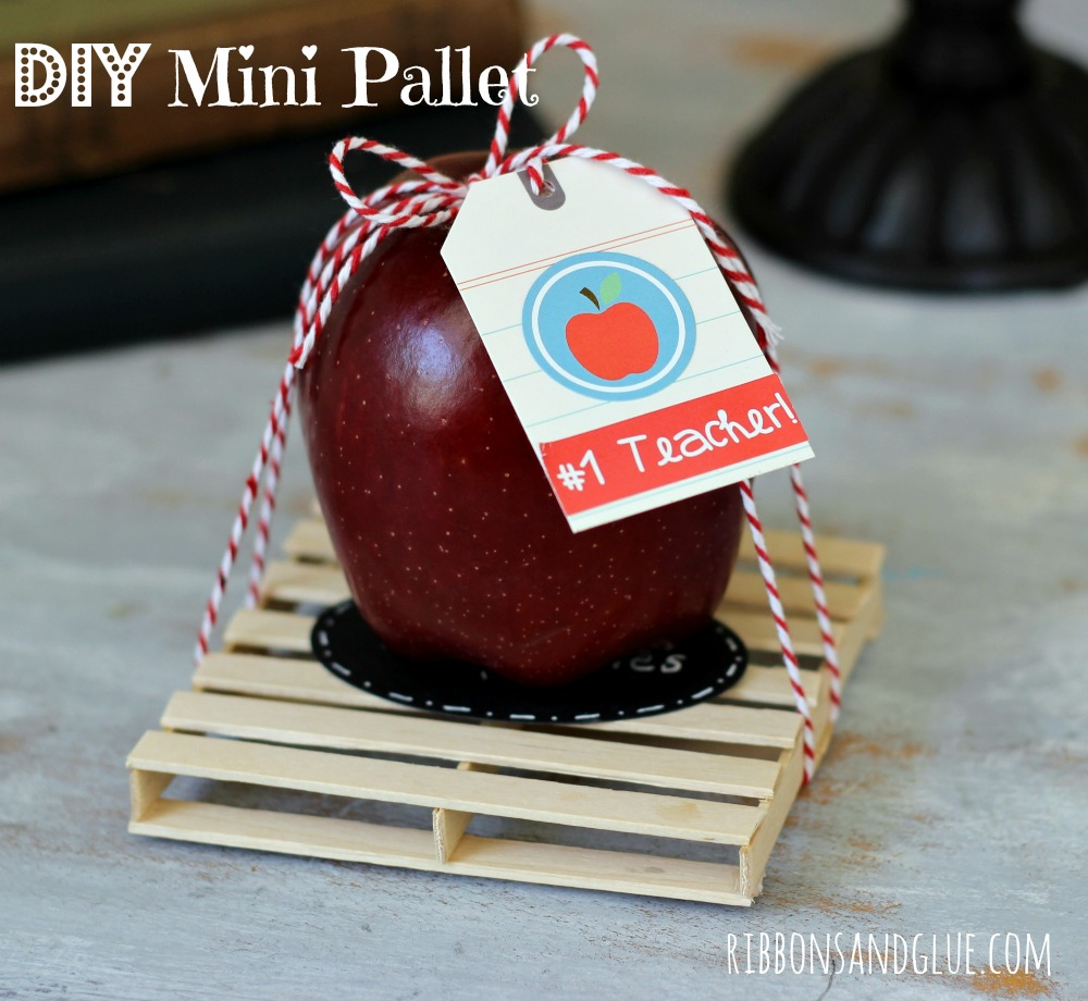 DIY Mini Pallet