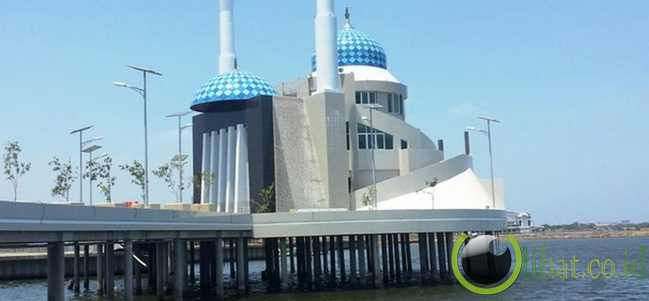 Masjid Terapung, Makassar