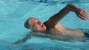 Benefícios da natação para idosos