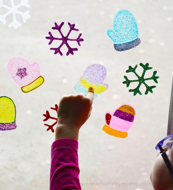 DIY Winter Window Clings at artsyfartsymama.com