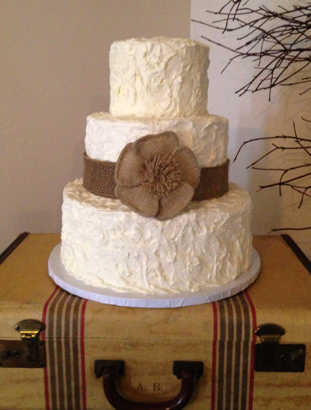 The cake market 3 tier all frosting wedding cake 3 tier all frosting wedding cake junglespirit Image collections