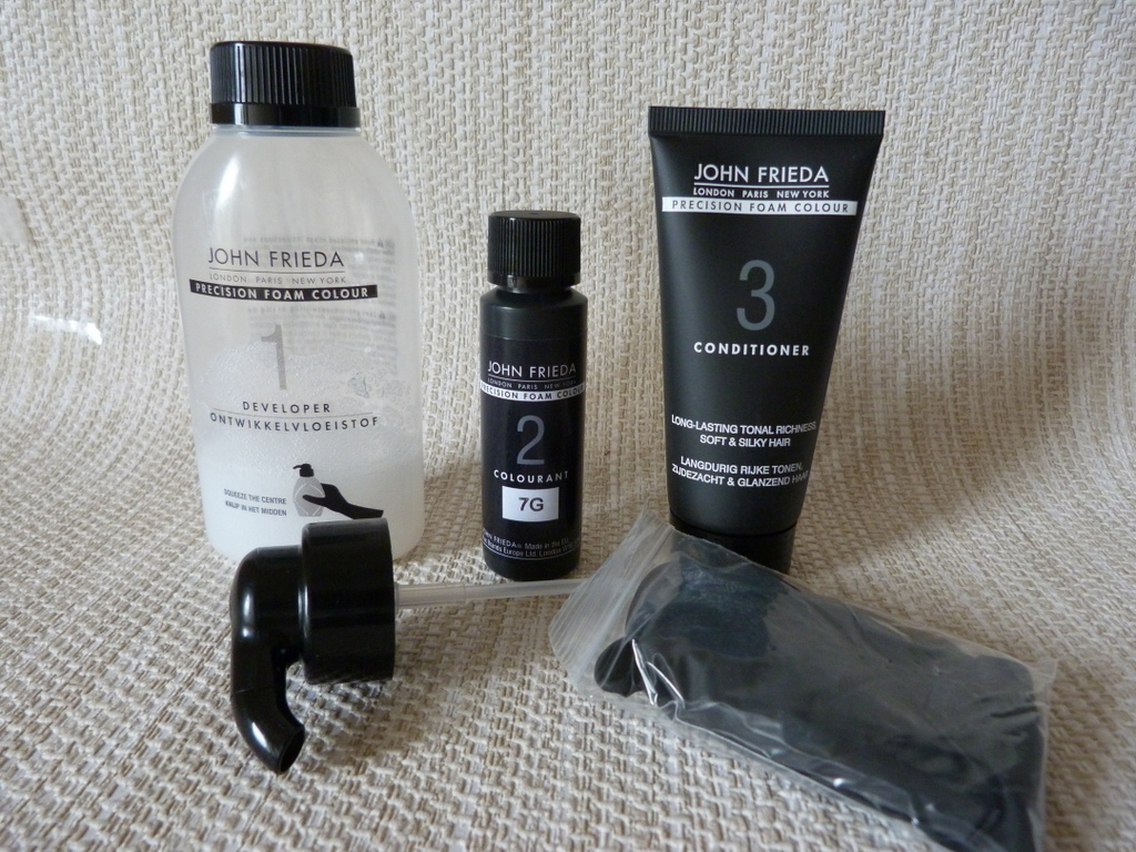 Ive Got My Black Foamie Thing On Thanks >> I Ve Gone Back To My Roots Thanks To The John Frieda Precision Foam