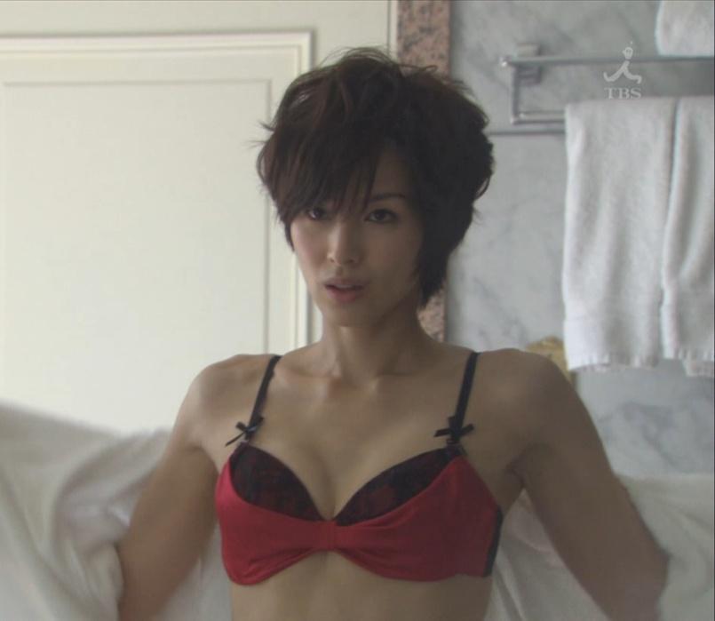 吉瀬美智子の赤い下着