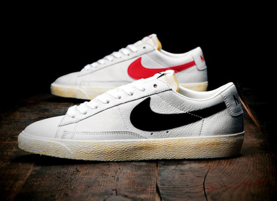 official photos aac29 e457c ... Nike tick keeping it simple yet classic with all the added vintage  touches. The sailblack colour way will release on April 6th.