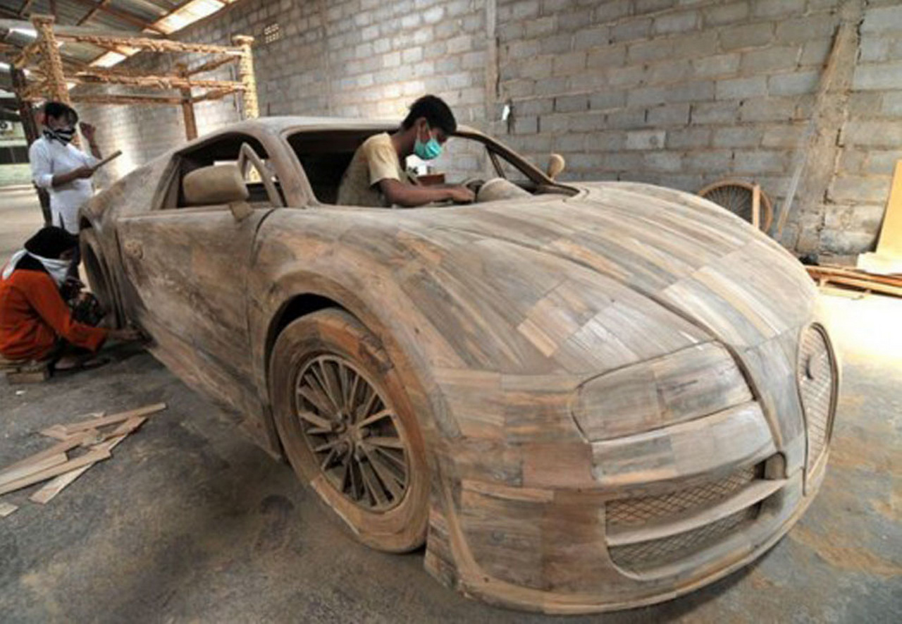 bugatti veyron 1 1 scale wooden replica looks amazing costs only 3 300. Black Bedroom Furniture Sets. Home Design Ideas