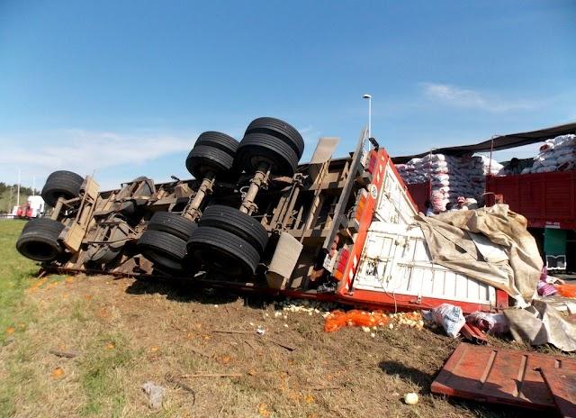 Vuelco de camión sobre la Ruta Nacional Nº 9