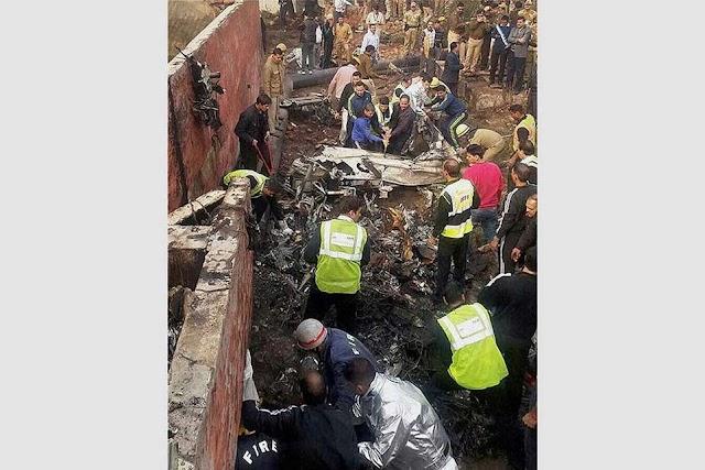उड़ान भरते ही  क्रैश हुआ बीएसएफ का सुपरकिंग प्लेन, 10 लोगों की मौत