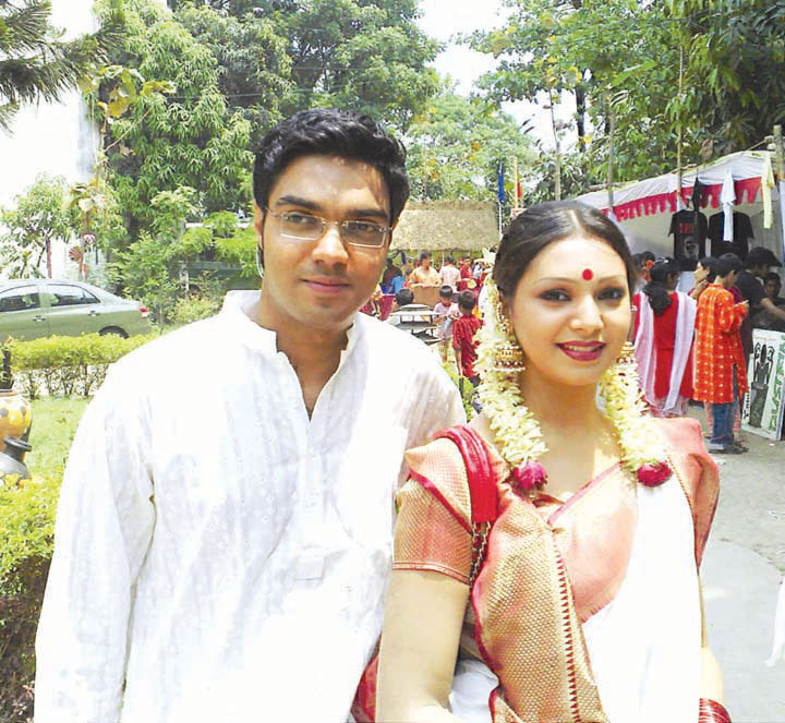 Images of Model Prova Traditional Bangla Costume With Her Boyfriend