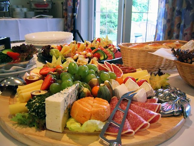 buffet embutidos queso pasta frutas proteinas carne pescado