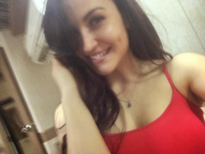 Elli Avram Selfie Photos