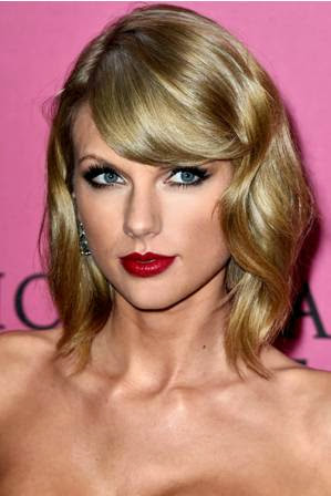 foto taylor swift di acara Victoria's Secret Fashion Show 2014