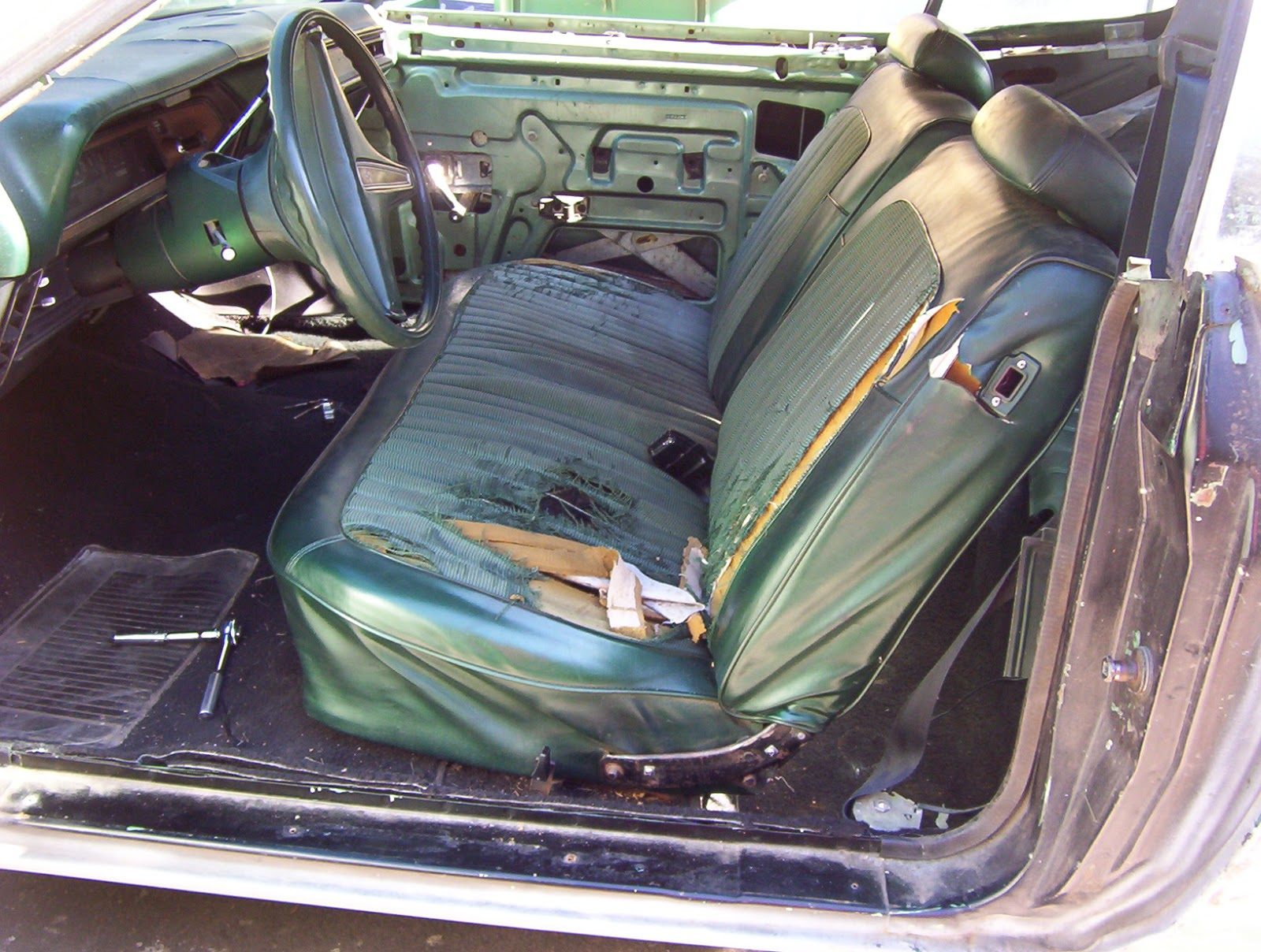 1974 Dodge Charger: Bench Seat To Bucket Seat Conversion. Full resolution  pic, nominally Width 1600 Height 1208 pixels, pic with #81714A.