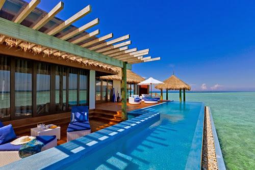 Piscina do resort Velassaru - Maldivas