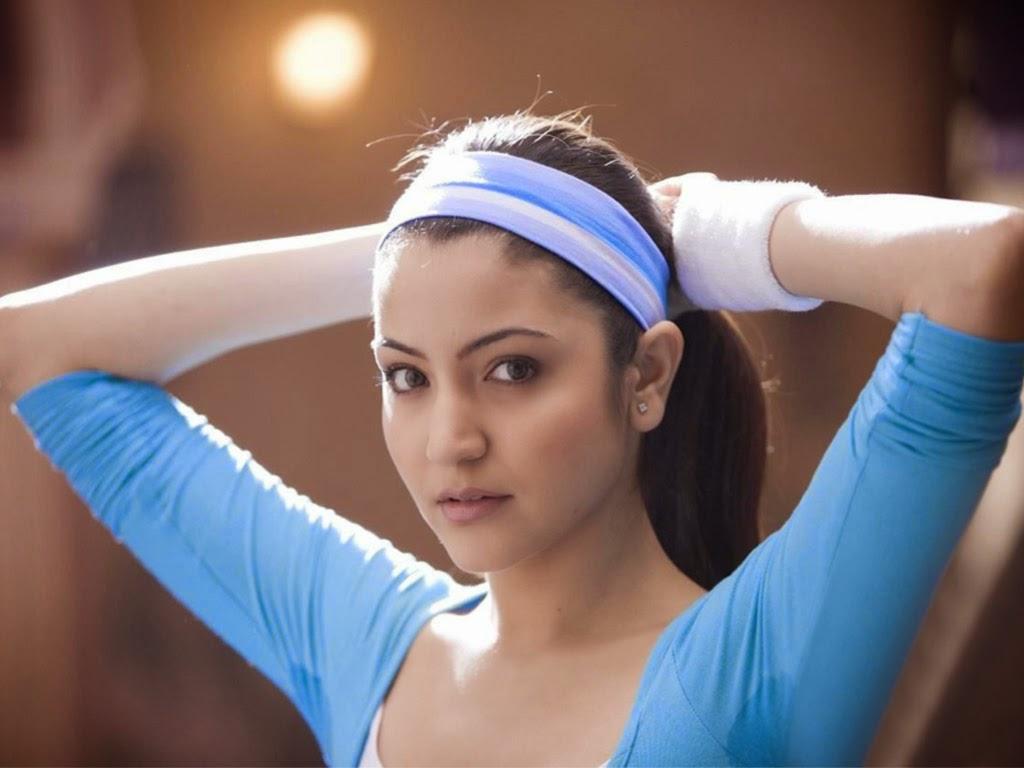 Anushka Sharma In tight hot pants and other Hot Pics HD Stills