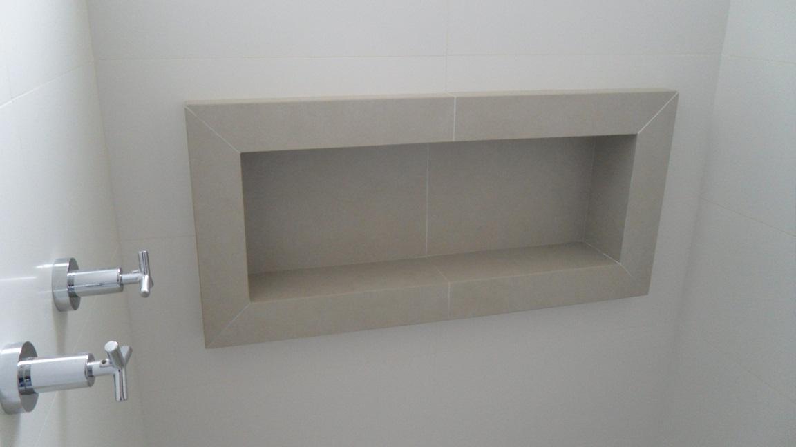 Bel Taglio , cortes especiais em porcelanato Banheiro com nichos moldura sa -> Banheiro Cm Nicho