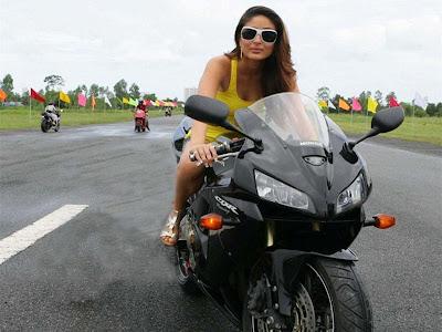 Kareena Kapoor Bike In Ra-One Wallpaper