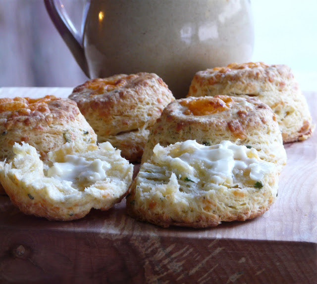 Thibeault's Table: Cheddar Cheese, Dill and Chive Biscuits