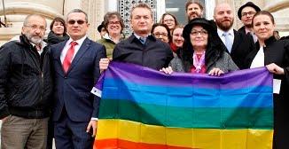 Fake news: nu statul român nu-l lasă pe Adrian Coman să voteze, ci Adrian Coman e cel care nu vrea