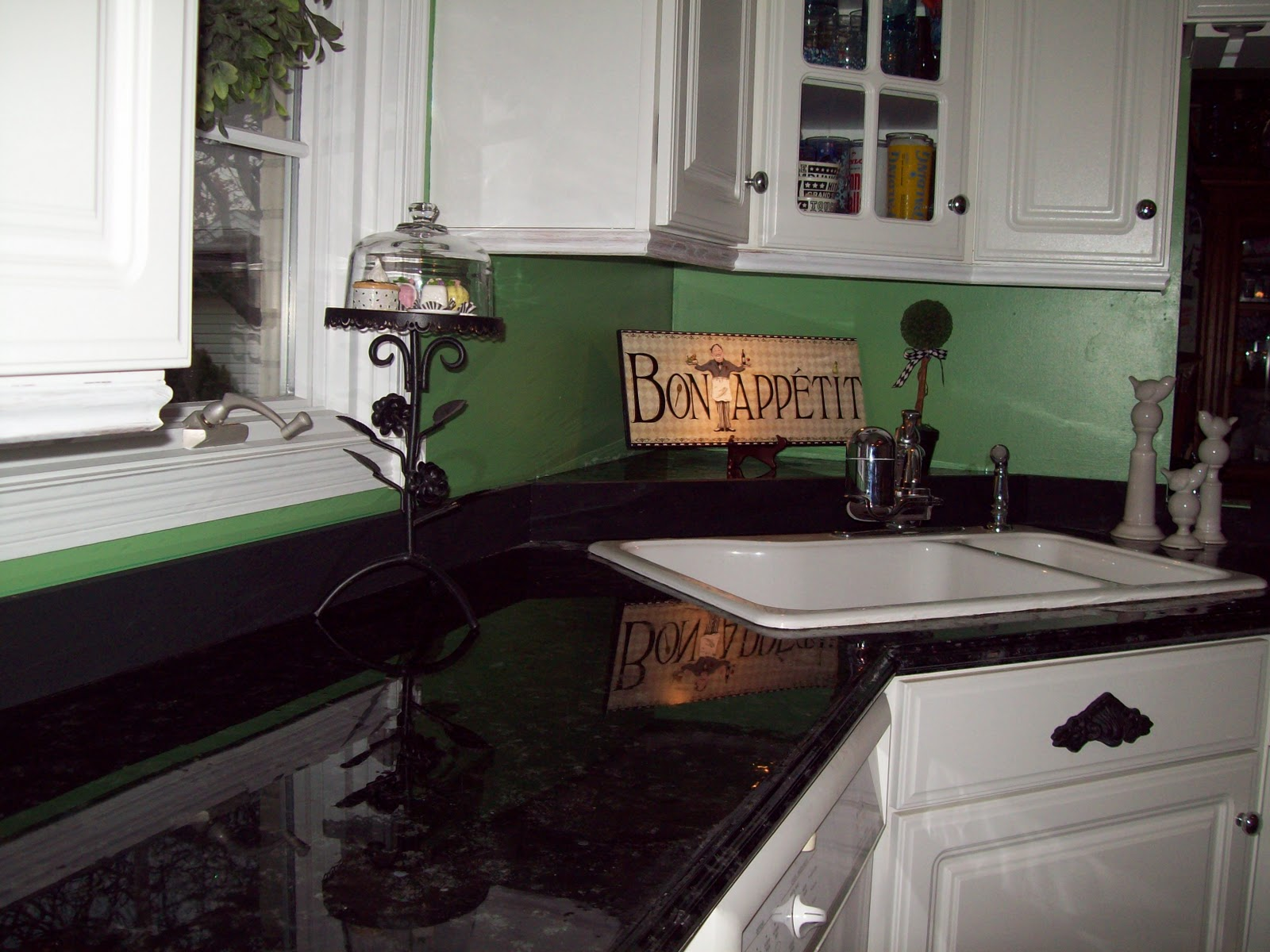 Remodelaholic painted formica countertop for Can you paint granite countertops