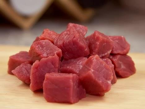 Pertanyaan : Kita mendapati banyak daging hewan sembelihan impor dari selain negara-negara Islam. Apakah kita boleh memakannya dan tidak perlu memikirkan...