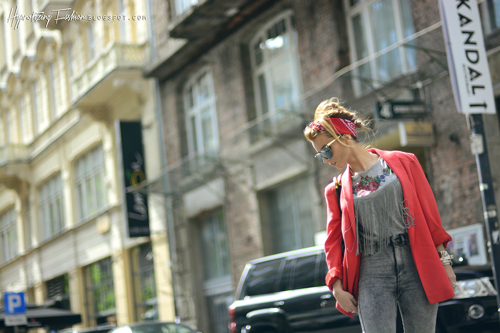 modna czerwona marynarka