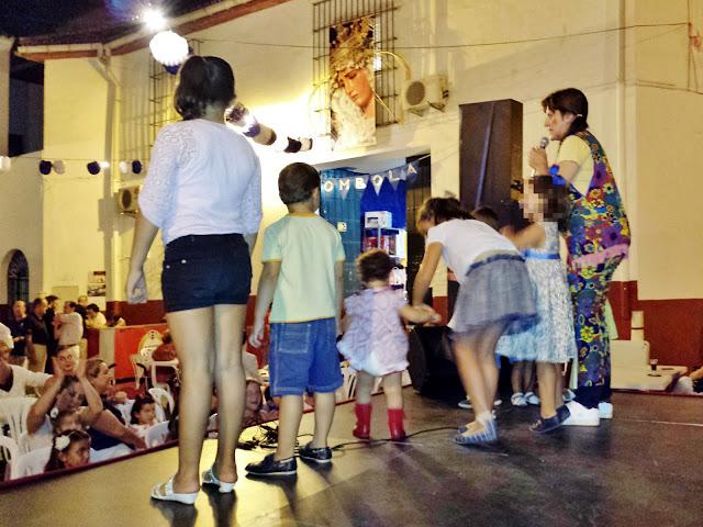 Actuación de Isabel Camiña en la velá de la Hiniesta