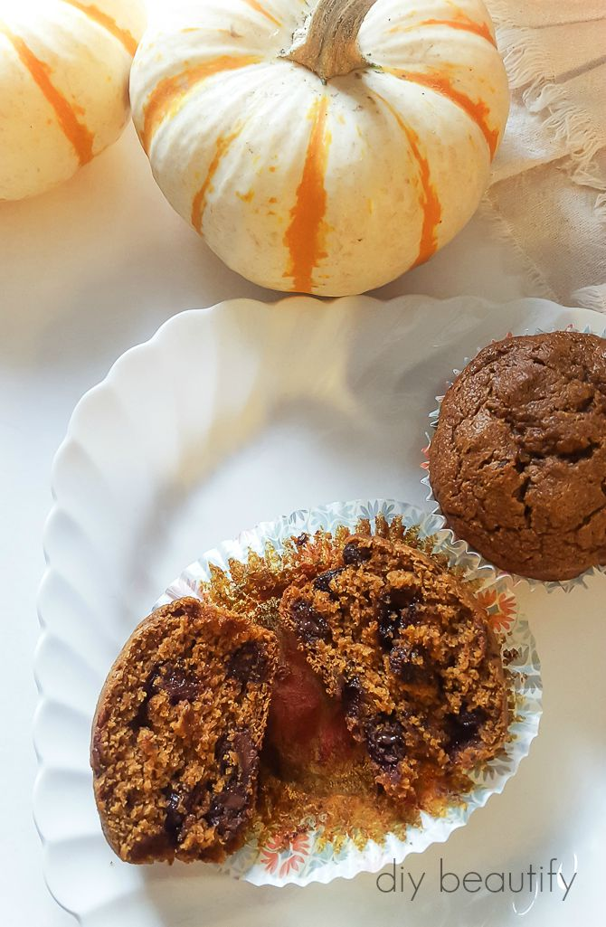 Pumpkin Gingerbread Muffins | diy beautify