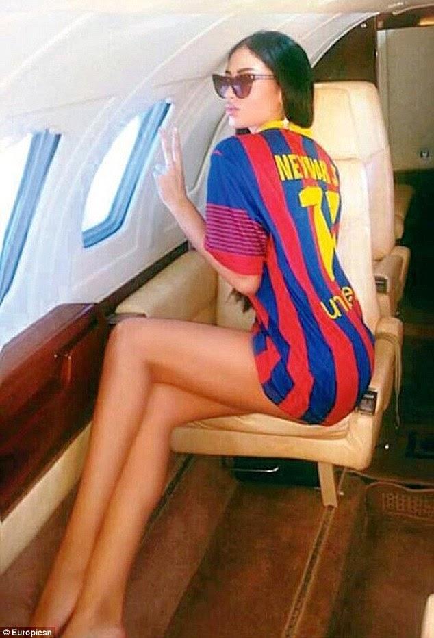 نيمار يرسل طائرة خاصة لصديقته الموديل سوراجا فوسيليتش لزيارته في برشلونة