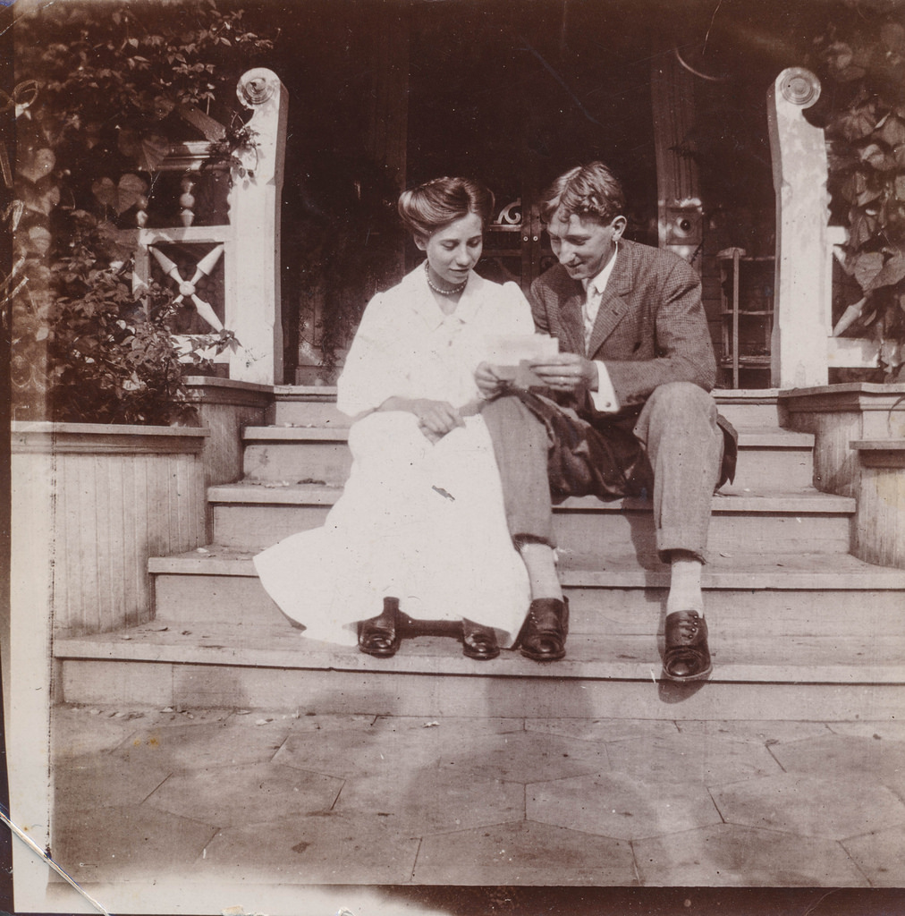 40 Interesting And Funny Vintage Photographs Of Loving