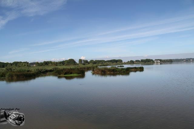 Imagem do lago da Pateira em duas prespetivas. Duas lindas imagens que se completam entre si.
