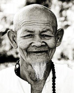 Imagem de um velho monge