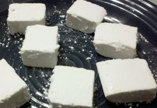 homemade marshmallows, how to make marshmallows at home, DIY recipes, uses for gelatin, knox gelatine, frugal recipe,